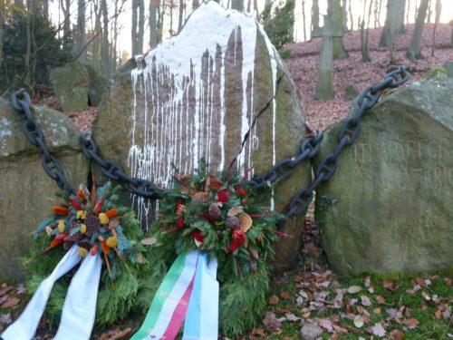 Unbekannte haben Gedenkstein in Hitzacker geschmiert